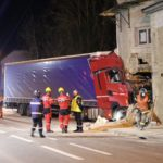 Un camionero de 40 años falleció al colisionar contra una casa en Francia