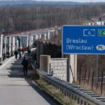 El calvario de un camionero tras cuatro días de atasco de 60 km en la frontera de Germano-Polaca