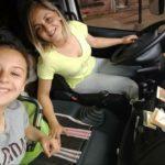 Yanina Rodríguez, la camionera a la que acompañan sus hijos en las rutas