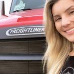 Carolina Ortega te explica como ser camionero en EEUU.ATAseñala que en el país hay una gran escasez por varias razones