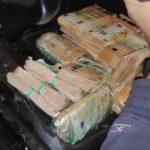Pillado con un millón de euros en metálico y casi mil kilos de hachís en un camión