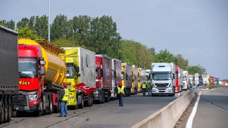 El transporte francés convoca huelga tras 35 camioneros muertos, 5.500 infectados y la precaria situación
