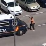 Así ha reducido la Policía a un hombre armado con dos catanas que pedía ser atendido por coronavirus