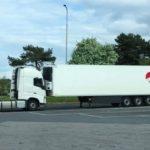 La imagen de un camión de Girteka que inunda las redes de dudas. Qué sentido tiene?