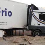 Aluvión de Zaskas a un camionero por criticar a un conductor novel de Primafrio que atascó el camión en la arena