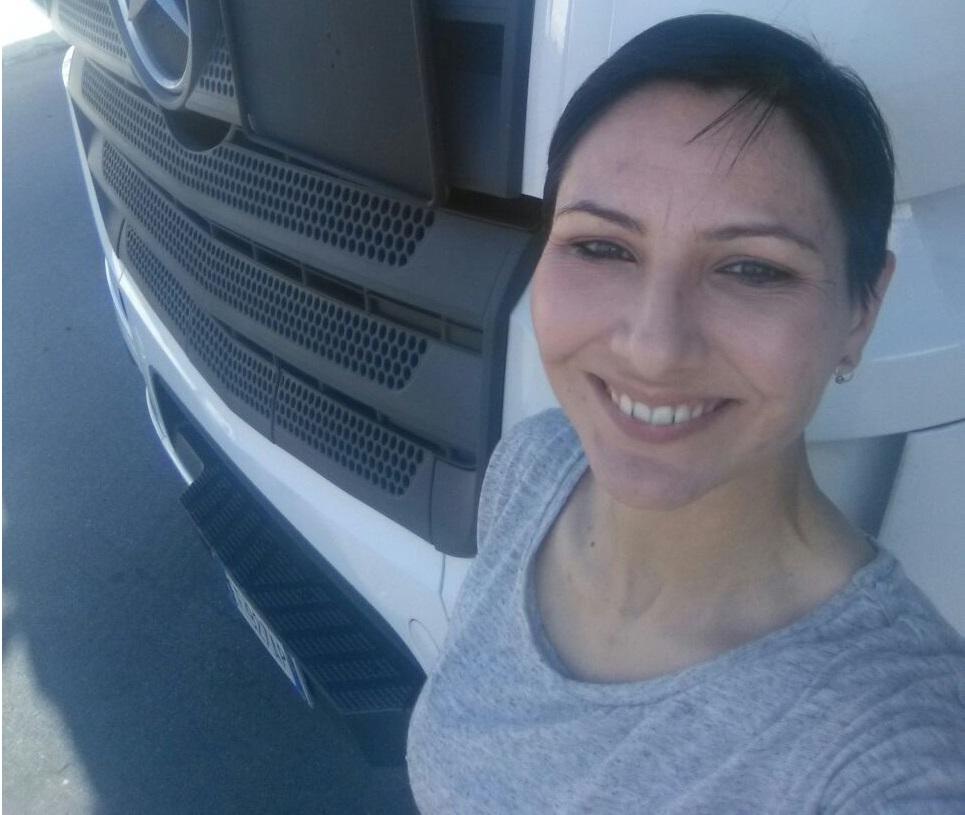 Elisa Congiu Camionista Mercedes Benz 1