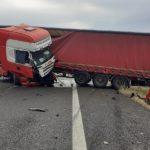 Un camionero herido de gravedad, al sufrir la tijera y salir despedido de la cabina