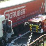Fallece un camionero de 67 años durmiendo en la litera, tras la colisión de dos camiones en la A22 Italia