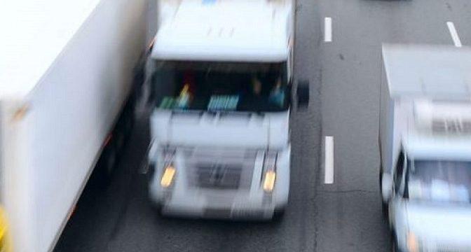 Un camionero griego, fallece aplastado por el remolque del camión frigorífico que manejaba su hijo en la A-14 italiana