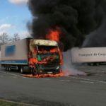 Las llamas devoran un camión estacionado cuando su conductor cocinaba en la cabina en la A2 área de Haarrijn
