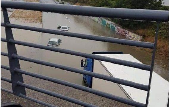 Las inundaciones producen cortes indefinidos de carreteras con camiones atascados en la N19. ⚠️Conduce con precación⚠️