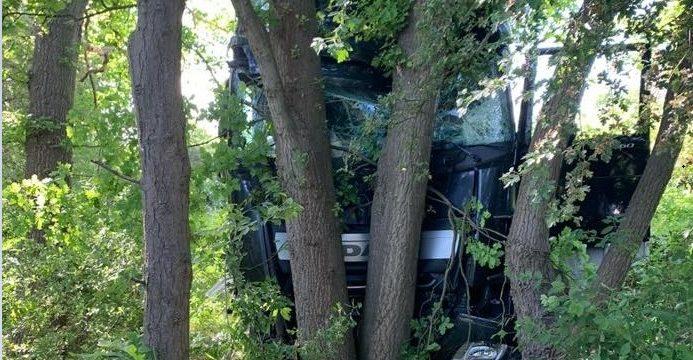 Fallece un camionero, tras recorrer 120 metros en la maleza. «Se detiene contra unos árboles» en la A2 Alemania