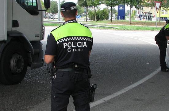 Policía Municipal de Girona «Sois una maldita vergüenza» Un ciudadano estalla por la multa a un camionero