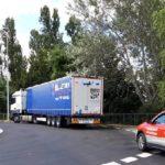 La sorprendente excusa de un camionero tras dejar su tráiler parado en mitad de una rotonda en Huarte