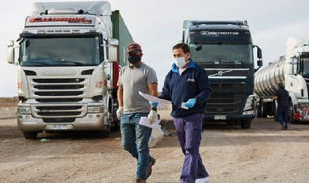 La OMS pide vacunar a los transportistas primero como esenciales frente al covid