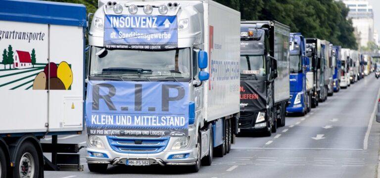 100 camiones protestan por Berlín por precios de carga injustos y condiciones laborales miserables