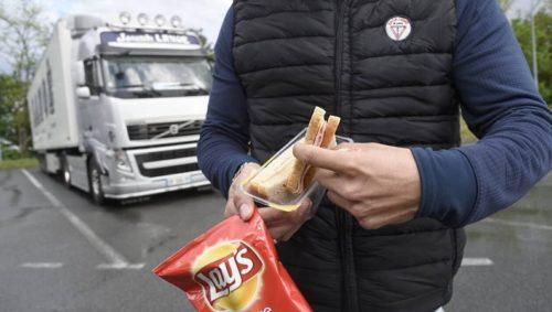 Llamada desesperada de un conductor 'Acepto cualquier trabajo que haya, no cobro paro, no tengo para comer'. Se lo suplico.
