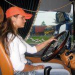 Simona Šatánková, la  mujer que por pasión viaja al volante de un Scania R 580 Topline en su tiempo libre y vacaciones