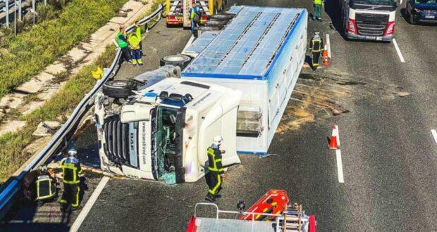 Heridos dos camioneros tras volcar en Castilla-La Mancha