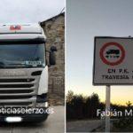 Un camionero se salta hasta 3 señales de prohibición y vuelve a liarla en El Acebo causando daños