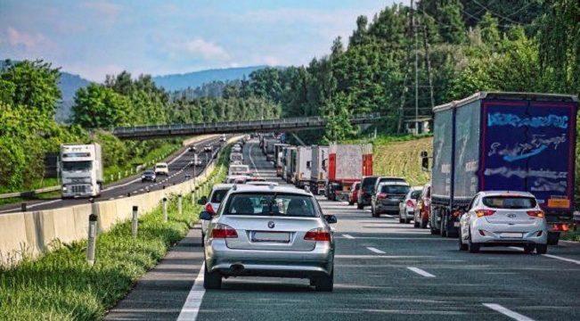 20 camioneros multados con 200 y 350 €, por no formar un solo carril de rescate en Alemania