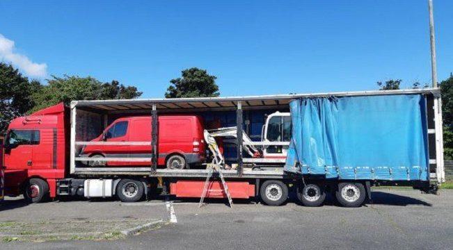 Camionero rumano atrapado con una Mercedes-Benz Sprinter y 2 miniexcavadoras robadas de Dinamarca