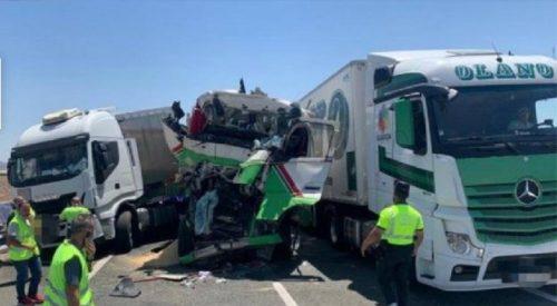 Cuatro heridos algunos atrapados, en la colisión de tres camiones en la A-30 Cieza