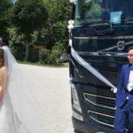 Un amor que ha resistido a la cuarentena. «El novio llega en camión»