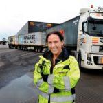Sandra conduce un camión de 38 metros de largo y no le pone particularmente nerviosa