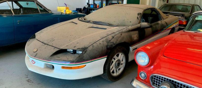 Subastan un raro modelo de Chevrolet Camaro que fue olvidado 20 años en un garaje y «todavía huele como nuevo»