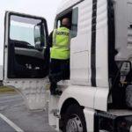 Un camionero  rumano  anunció a su esposa que se iba a suicidar porque no podía adaptarse a las condiciones de trabajo en Alemania. La policia lo evitó.