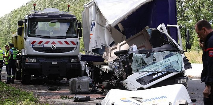 Fallece la chica de 20 años que viajaba en un camión de paquetería, en una colisión en la A26 Lillers