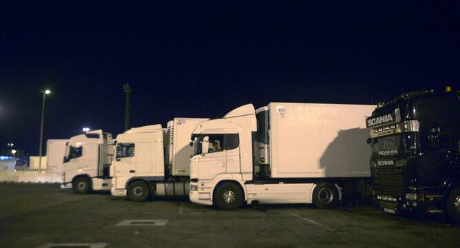 Un camionero infectado y custodiado por la Guardia Civil en el camión, evidencia lagunas en el protocolo frente al Covid