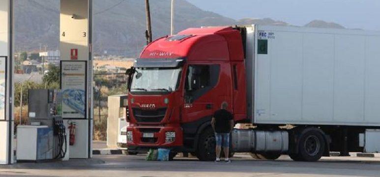 Simulan ser guardias civiles para asaltar a disparos a un camionero en Lorca