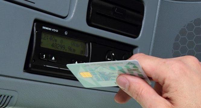 Detenidos dos camioneros por utilización fraudulenta de tarjetas de tacógrafo de terceras personas