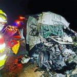 Terroríficas imágenes de la colisión por alcance de una furgoneta y un camión en la A-5