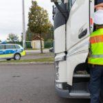 Un camionero apuñala las ruedas de un coche, de rabia porque no encuentra aparcamiento gratuito en el área de descanso de Greding
