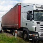 Un camionero se para en la autopista a quitar el imán al ver un control policial, lo que levantó las sospechas…