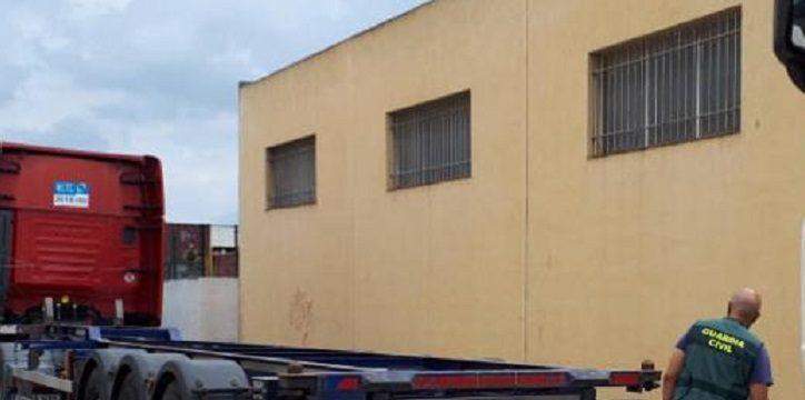 Dos detenidos por su implicación en delitos de robo con fuerza en el interior de las cabinas de camiones.