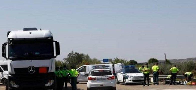 Muere un motorista de la Guardia Civil en un choque frontolateral contra un camión cuando iba a socorrer un accidente en la N330 Zuera
