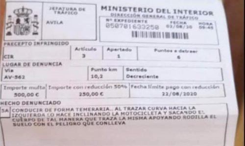 Multa de 500 euros y 6 puntos a un motorista por tumbar y tocar rodilla en una curva en la AV-562 Ávila