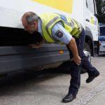 Lo multan con 1.800 € por varias infracciones a las regulaciones de transporte y rompe la multa frente a los agentes
