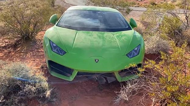 Encuentran un Lamborghini valorado en más de 200.000 euros abandonado en el desierto