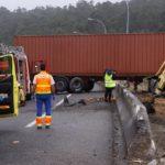 Herido el conductor de un camión al hacerle el vehículo la tijera en la AP-53 en Santiago