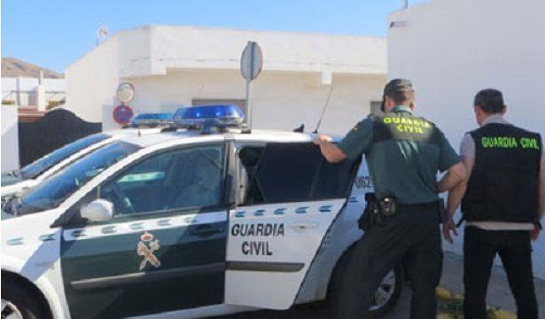 Roban a un taxi, violan a la pasajera y pegan una paliza al conductor en Nijar