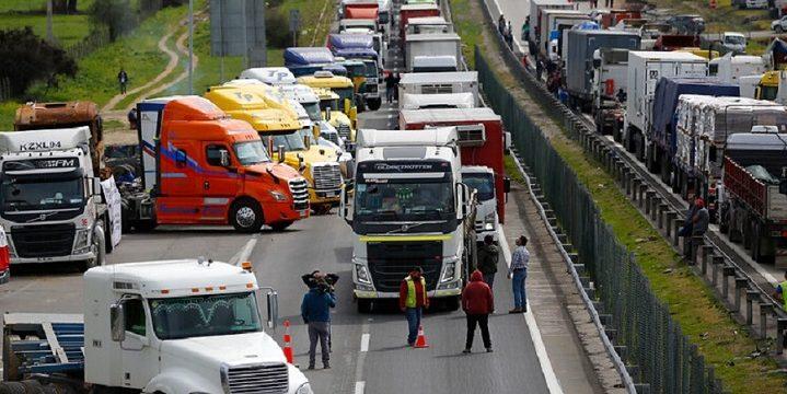 Un chófer que participaba en el paro camionero murió al ser atropellado por el camión de un compañero