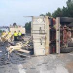 Un camionero de 84 años, herido al volcar en la A-8. Jubilación anticipada por razón del grupo o actividad profesional