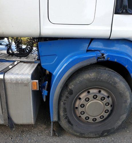 Detenido, denunciado y bloqueado, un camión en estado de chatarra tan lamentable que se caía a trozos