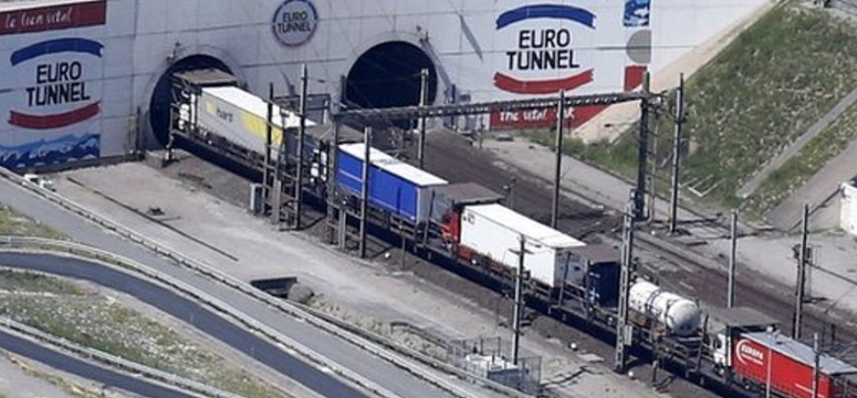 Camiones en el túnel del canal de la Mancha