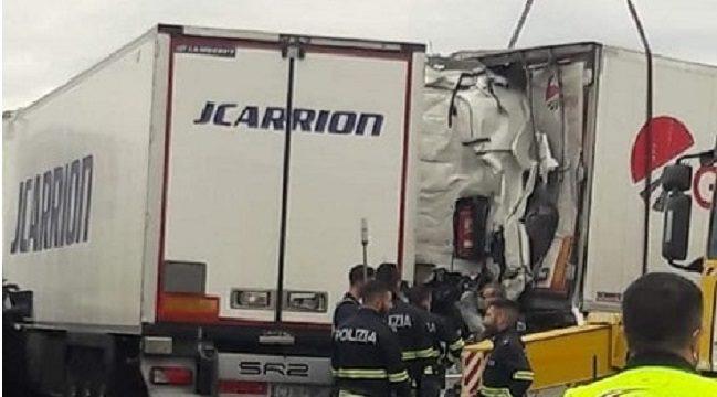 Los pilotos marido y esposa heridos uno de gravedad, en la colisión de un Girteka y un Carrion en la A7 Italia